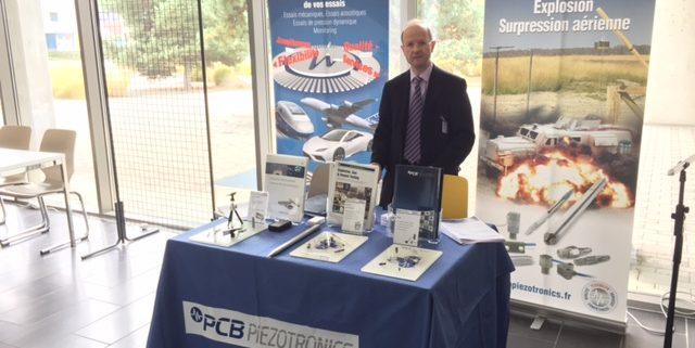 Philieppe Briquet, sur le stand PCB Piezotronics - Battlefield Acoustics